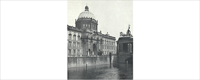 The Berliner Schloss in the 1920s. The premises of the Notgemeinschaft were located on the 2nd floor to the right of the Eosanderportal.