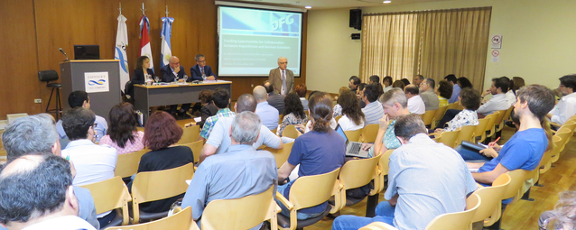Prof Dr Pedro Depetris welcomes participants at the information event held by CONICET at the National University of Córdoba