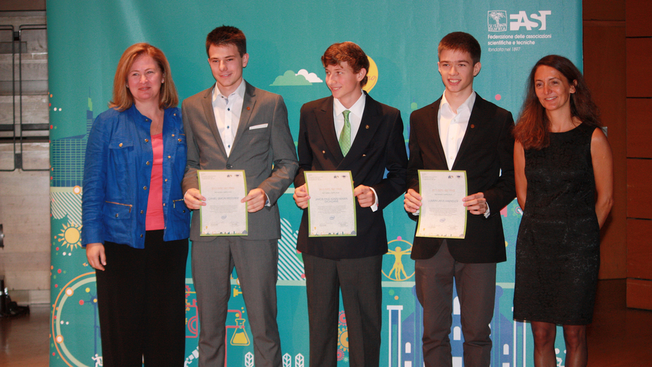 Daniel Riesterer, Jakob Dichgans und Lumen Haendler (.v.l.) haben den Sonderpreis Teilnahme an der Intel International Science and Engineering Fair (Intel ISEF)