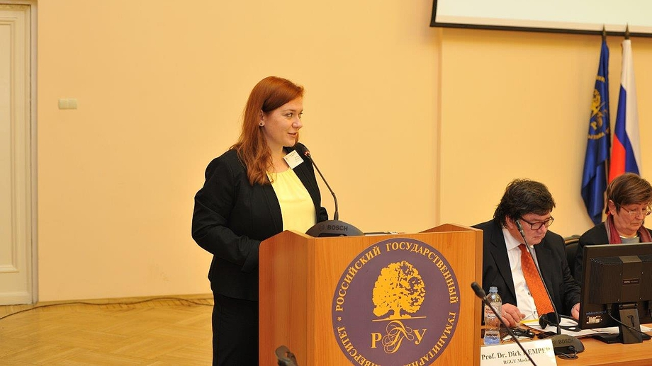 Dr. Rethage (DFG Moscow) welcomes attendees to the conference during its opening