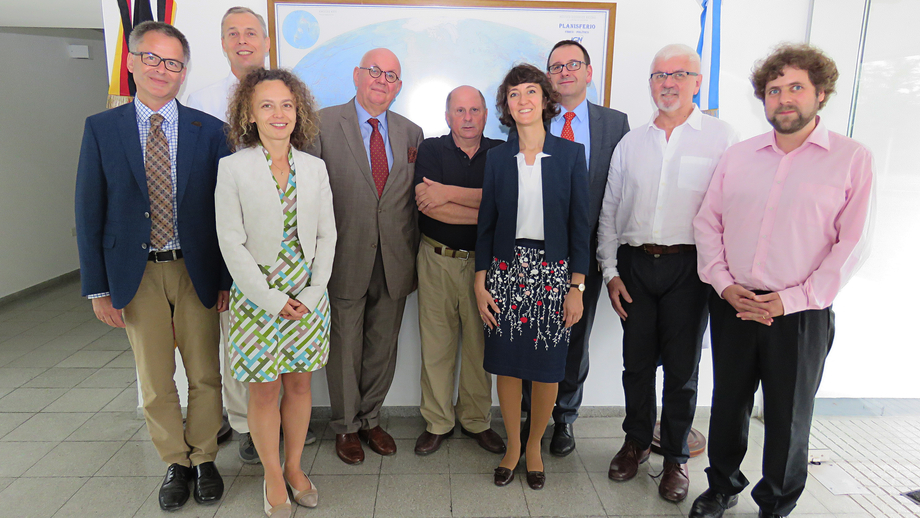 Group photo at AGGO (left to right): Dr Dietrich Halm (DFG), Dr Hayo Hase (AGGO), Dr Kathrin Winkler (DFG Office Latin America), Prof Dr Peter Strohschneider (DFG), Dr Claudio Brunini (AGGO), Dr Nike Alkema (DFG), Dr Sebastian Granderath (DFG), Dr Jo