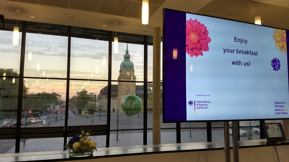 """Research in Germany"" hosts a Science Breakfast as the sun rises"