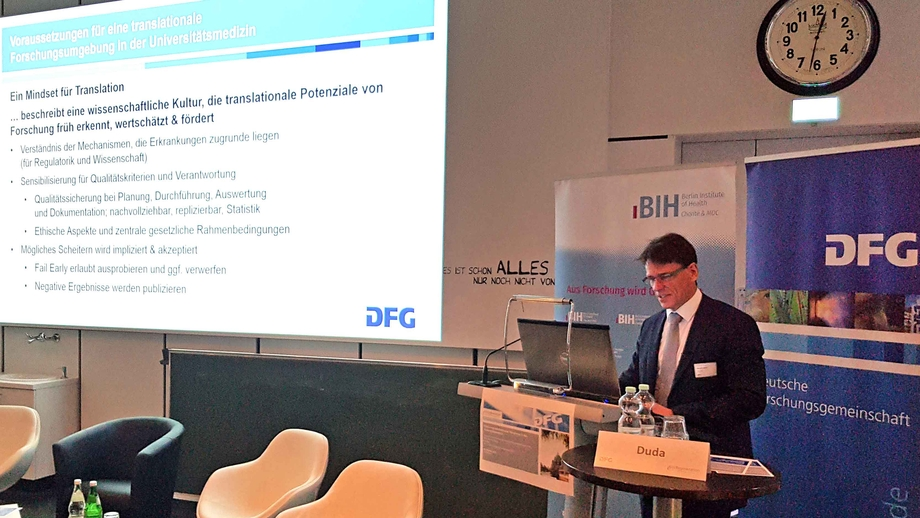 Prof. Georg Duda presents the DFG's recommendations for the funding of translational research in university medicine.